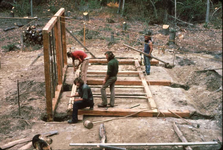 Reconstructing an earthfast building at the Godiah Spray Tobacco Plantation, 1983